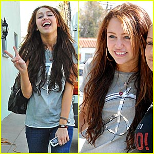 http://www.dobakonce.cz/wp-content/uploads/2011/06/miley-cyrus-peace-pod.jpg